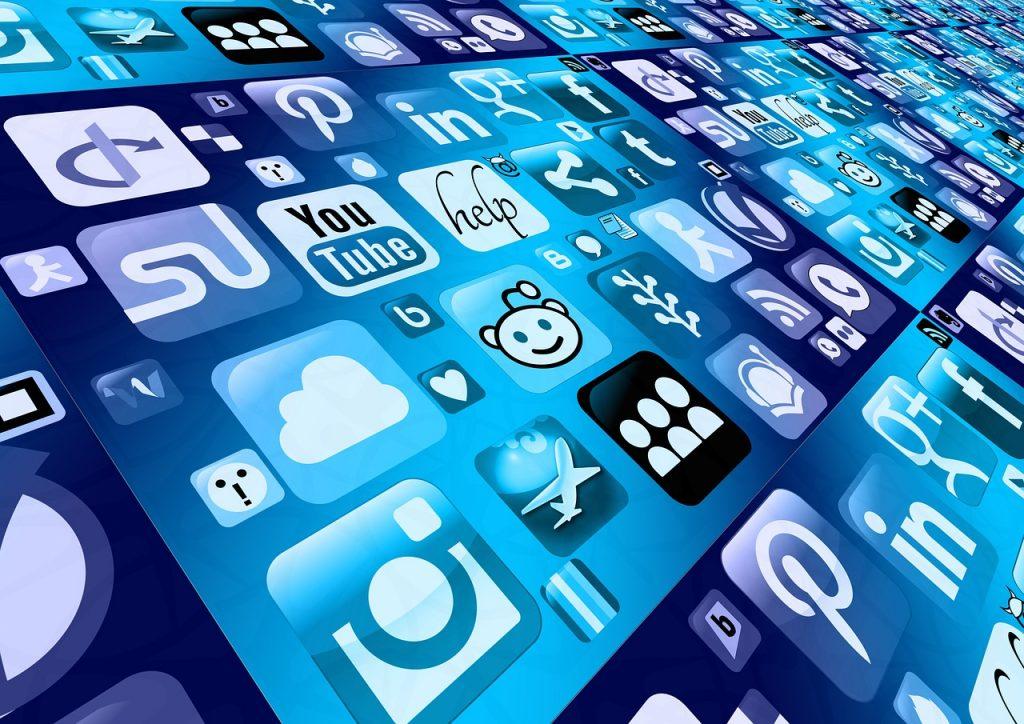les outils pour gérer ses réseaux sociaux buffer hootsuite meetedgar